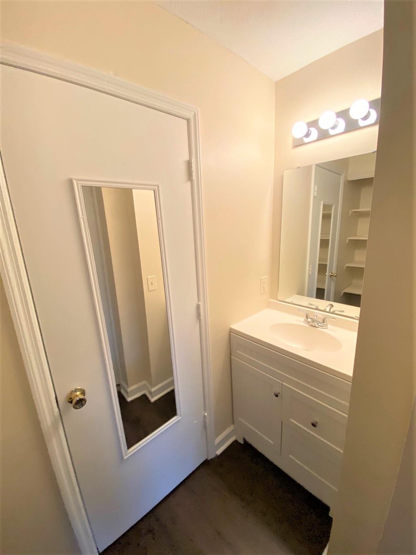 240-8 Jamil Road, 2 Bedrooms Bedrooms, ,1.5 BathroomsBathrooms,Home,For Rent,Jamil Road,1472