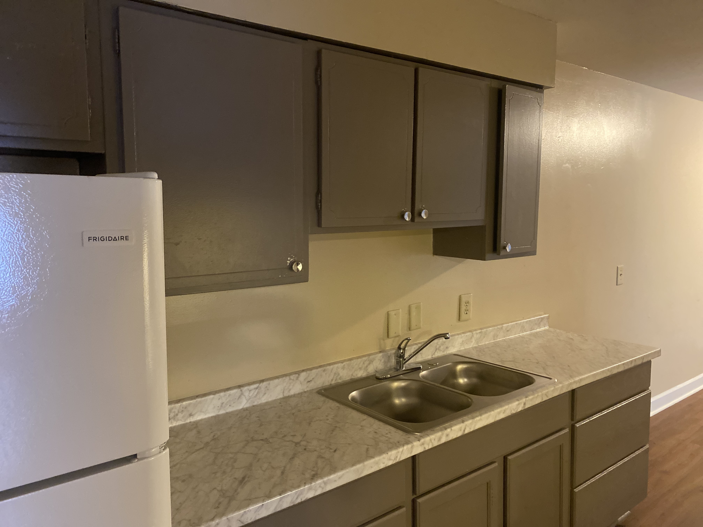 1300-109 Johnson Avenue, 2 Bedrooms Bedrooms, ,1 BathroomBathrooms,Apartment,For Rent,Columbia North Apartments,Johnson Avenue,1572